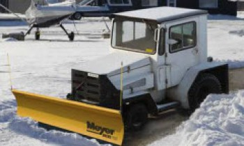 CroppedImage350210-Meyer-AirportTrSnowPlow-2015.jpg